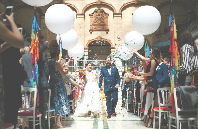 Tipps zum Steigenlassen von Luftballons bei Hochzeiten