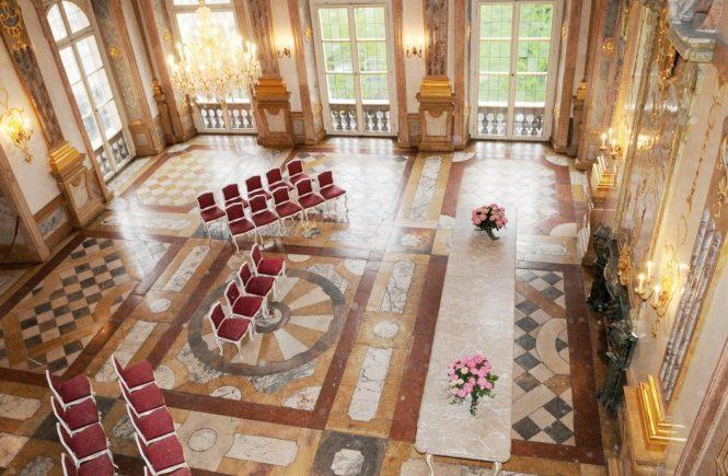 Im schönsten Trauungssaal Europas, dem Marmorsaal im Schloss Mirabell