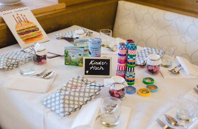 Bild eines Kindertisches für Hochzeiten