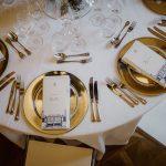 Sommerhochzeit mit französischem Flair Tischdekoration mit Menükarte